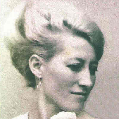 Elizabeth  Czinker